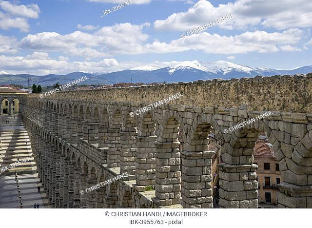 View from Mirador del Postigo on the Roman aqueduct, 1- 2.Jh AD, Segovia, Castile and León, Spain