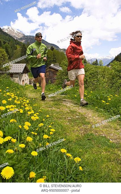 Couple trail running, French Alps