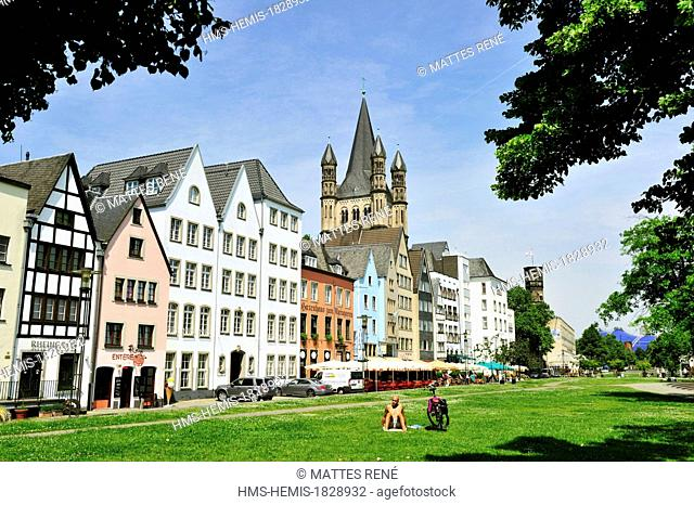 Germany, North Rhine Westphalia, Cologne, the old town, Fischmarkt and the church Gross St. Martin