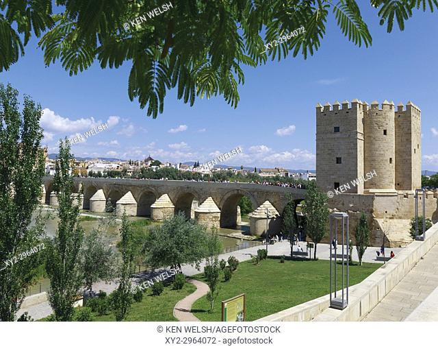 Cordoba, Cordoba Province, Andalusia, southern Spain. Torre de Calahorra and the Roman bridge. The historic centre of Cordoba is a UNESCO World Heritage Site