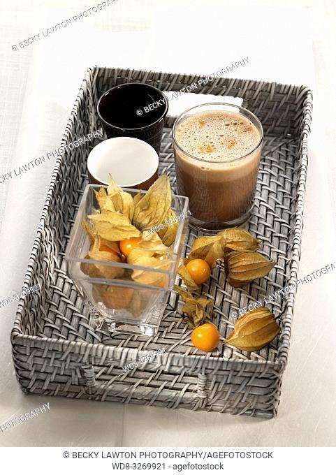 milk shake de chocolate, naranja y phisallys, con leche vegetal