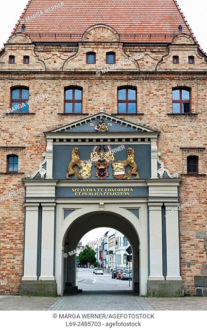 "City gate """"Steintor"""" (1576), Hanseatic City of Rostock, Mecklenburg-Western Pomerania, Germany, Europe"