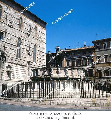 Piazza Quattro Novembre. Fontana Maggiore, (Sculptors: Nicola and Giovanni Pisano, 1278). Perugia. Italy