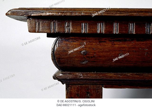 Walnut console table with chestnut supports, made in England. Italy, early 16th century. Detail