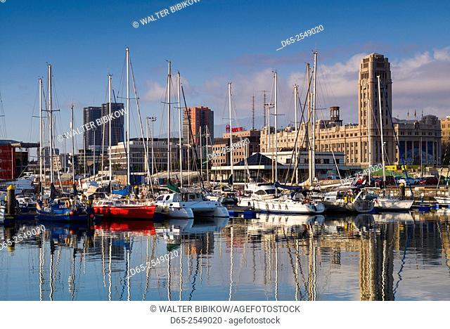 Spain, Canary Islands, Tenerife, Santa Cruz de Tenerife, city view from the port, morning
