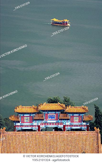 Traditional boat carrying tourists on Kunming Lake at Summer Palace, Beijing