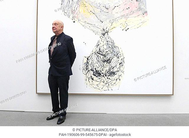 "06 June 2019, Bavaria, Munich: The artist Georg Baselitz stands in front of his painting """"Bitte kommen sie nach vorn, 2014"""" at a photo-appointment for a..."