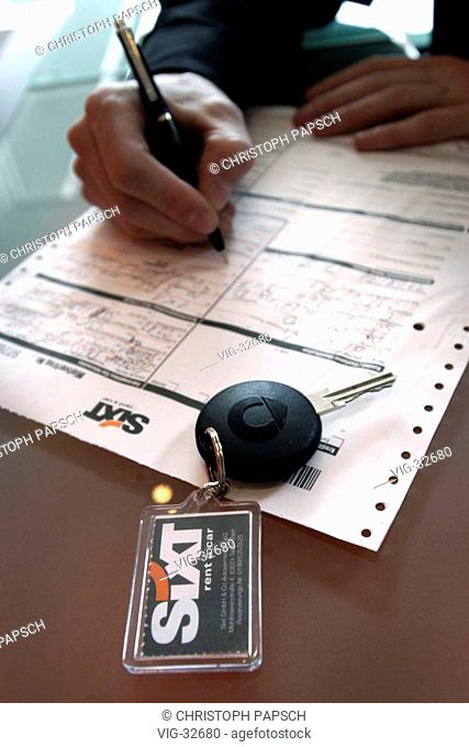 Symbol picture: Car rental. Signing a rental contract, a car key with a - SiXT - keychain is lying on the table. - BONN, GERMANY, 30/05/2003