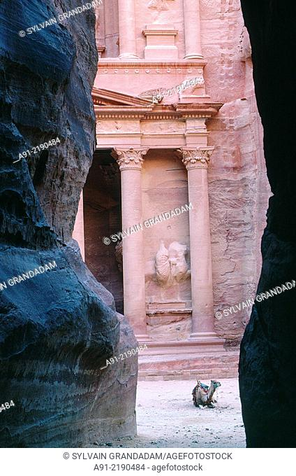 """JORDAN.PETRA.THE ARCHEOLOGICAL SITE OF THE NABATEAN CITY OF PETRA.""""""""EL KHAZNEH"""""""" (THE TREASURE) TEMPLE DIGGED IN THE ROCK"""