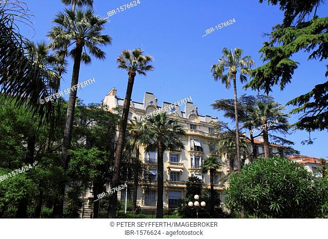 Belle Epoque styled residence in the Rue Kosma, seen from the Jardin Alsace Lorraine, Nice, Alpes Maritimes, Région Provence Alpes Côte d'Azur, France, Europe