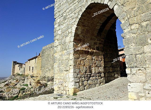 Arco de la Villa in the Walls, XII-XIIIth centuries. Urueña, Valladolid, Spain