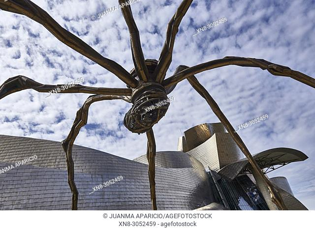 'Maman' sculpture by the French-American artist Louise Bourgeois 1911-2010 beside the Guggenheim Museum designed by architect Frank Gehry, Bilbao, Bizkaia