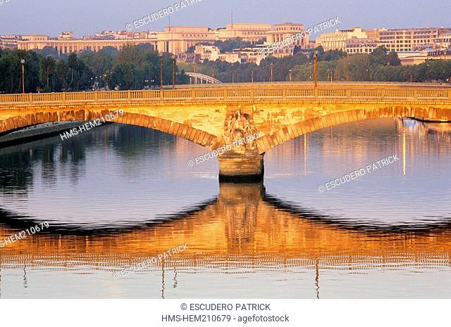 France, Paris, banks of the Seine river listed as World Heritage by UNESCO, Pont des Invalides and the Trocadero