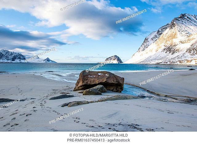 Hauklandstranda (Haukland beach), Leknes, Vestvågøy, Vestvågøya, Lofoten, Nordland, Norway, March 2017, looking west / Hauklandstranda (Haukland Strand), Leknes