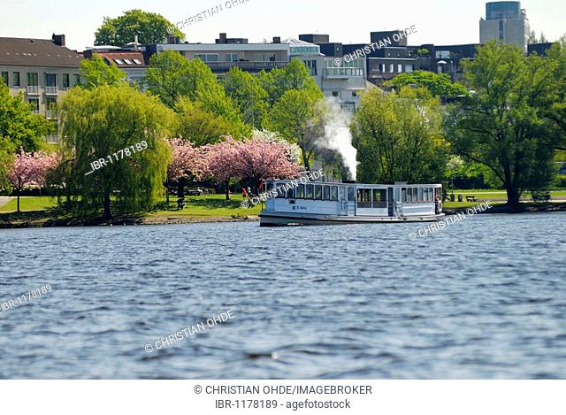 The historic Alster steamer St. George on the Aussenalster Outer Alster Lake in Hamburg, Germany, Europe
