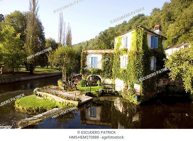 France, Dordogne, Perigord Vert, Parc Naturel Regional Perigord Limousin, Brantome, Le Moulin de l'abbaye Hotel on the Dronne River banks