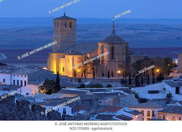 Collegiate church of San Bartolomé (15th century) at dusk, Belmonte. Ruta del Quijote. Cuenca province, Castilla-La Mancha, Spain