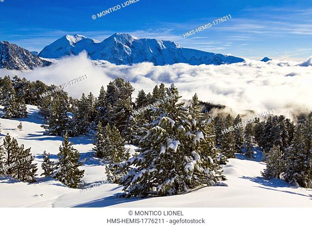 France, Isere, Belledonne Massif, Chamrousse, sea of clouds and Taillefer Massif