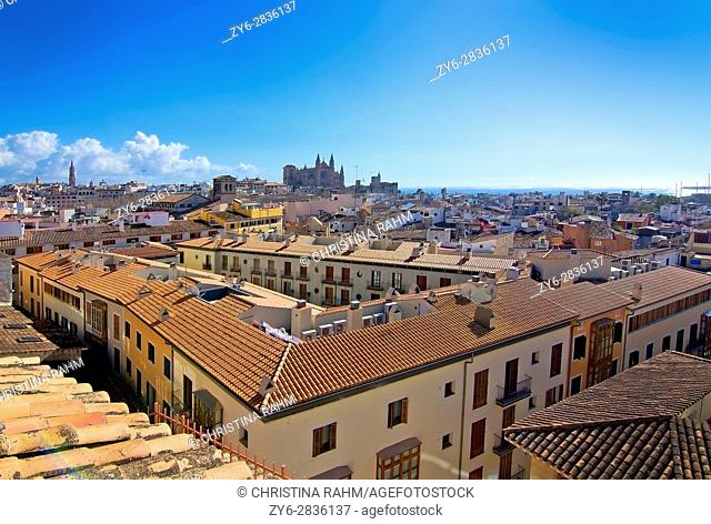 PALMA DE MALLORCA, BALEARIC ISLANDS, SPAIN - MARCH 6, 2017: Sunny city view over Old Town and Cathedral La Seu on March 6, 2017 in Palma de Mallorca