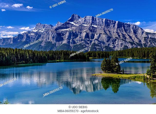Canada, Alberta, Banff National Park, Banff, Two Jack Lake against Mount Rundle