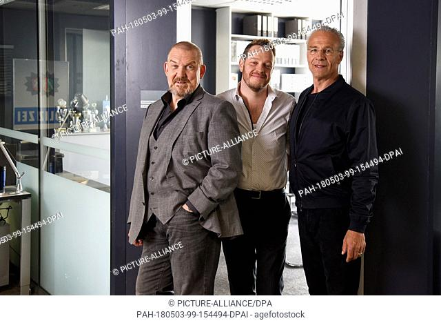 03 May 2018, Germany, Cologne: Actors Dietmar Baer (L) as Freddy Schenk, Roland Riebling (C) as assistant Norbert Juette and Klaus J