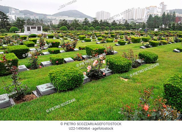 Busan (South Korea): graves of soldiers fallen during the Korean War at the UN Memorial Cemetery