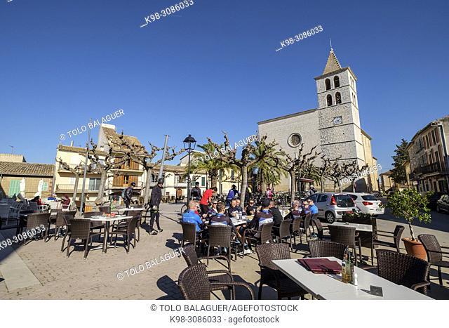 plaza del pueblo y Parròquia de Sant Miquel, Campanet, Mallorca, balearic islands, Spain
