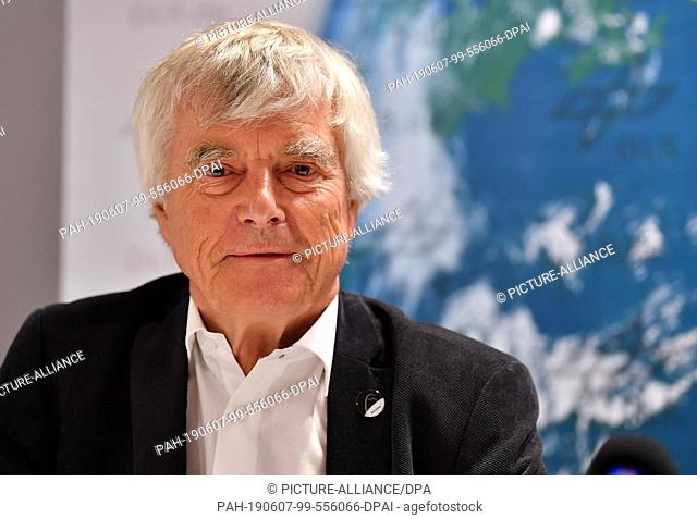 07 June 2019, Thuringia, Erfurt: Ulf Merbold, former ESA astronaut, sits on the podium at the press conference in the Arena Erfurt on the DLR space show of the...