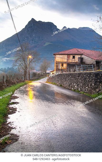 Lluvia en Ramales de la Victoria  Cantabria  España  Europa