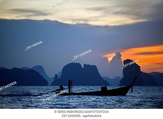 Six Senses Resort, Koh Yao Noi, Phang Nga Bay, Thailand, Asia. Boat for Sunrise Picnic breakfast on a deserted Island n Koh Hong archipelago