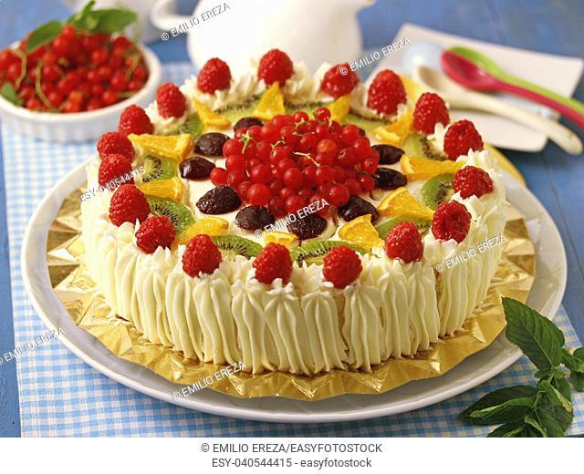 Cream tart with fruit