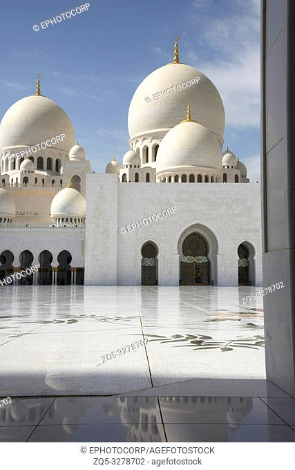 Onion shaped domes, Sheikh Zayed Grand Mosque, Abu Dhabi, UAE, largest mosque in the country