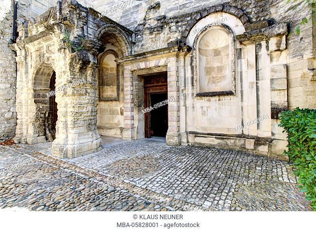 chartreuse Val de Bénédiction, cloister, Villeneuve lès Avignon, Département Gard, region of Languedoc-Roussillon, France