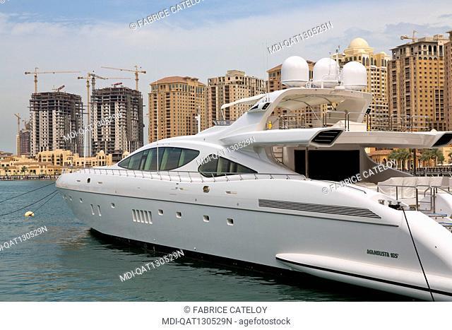 Qatar - Doha - The Pearl - Porto Arabia - La Croisette - Complex under construction - Yacht in the marina along La Croisette