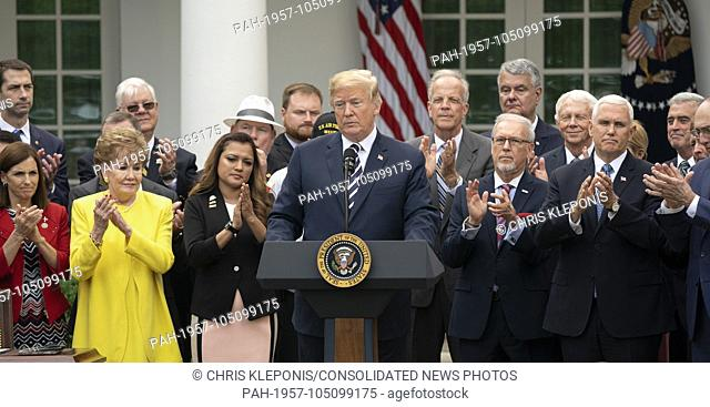 UNITED STATES PRESIDENT DONALD J TRUMP SIGNSS 2372 VA