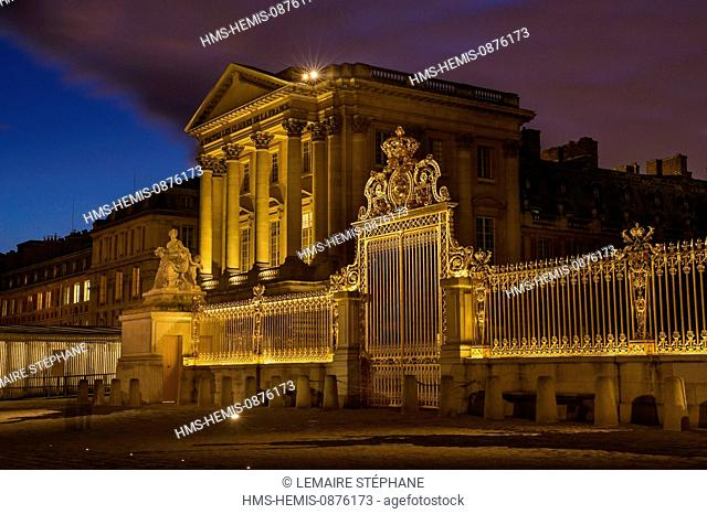 /France, Yvelines, Chateau de Versailles, listed as World Heritage by UNESCO, detail of the Royal Gate drawn by Mansart (restored in June 2008) which separating...