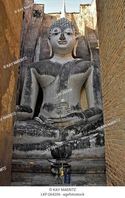 Large sitting Buddha at Wat Si Chum, Sukothai Historical Park, Central Thailand, Asia
