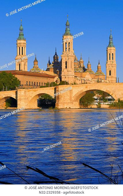 Zaragoza, Ebro River, Basilica del Pilar, Puente de Piedra, Saragossa, Aragon, Spain