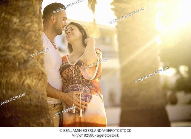young couple, pregnancy, park