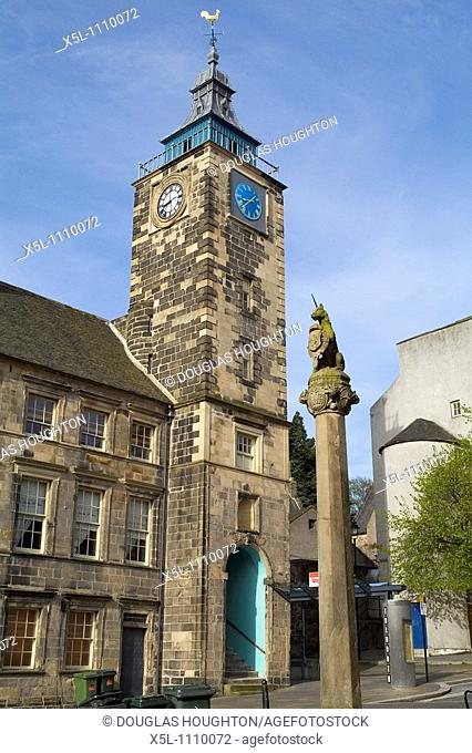 STIRLING STIRLINGSHIRE Unicorn statue Mercat cross and old Tolbooth clock tower