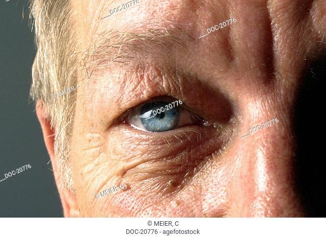 eye of an old man