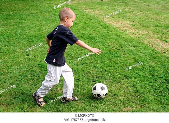 boy plays soccer - 01/01/2009