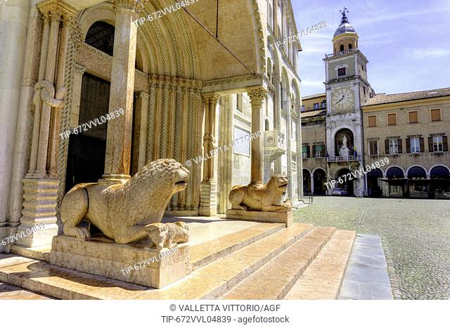 Italy, Emilia Romagna, Modena, Piazza Grande, the cathedral and city hall
