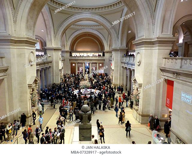 Visitors crowding the Metropolitan Museum of Art to buy a ticket, New York. Entrance fees to city museums, like this one, are voluntary