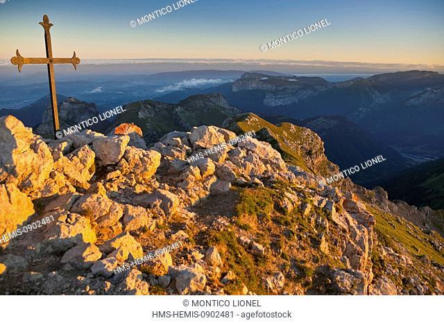 France, Haute Savoie, Massif des Bornes, Aravis, view from the Spinner, the link between La Tournette Lake Annecy depression Thônes