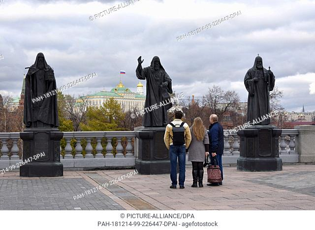 FILED - 04 November 2018, Russia, Moskau: At the Cathedral of Christ the Saviour in Moscow stand the monuments of the former patriarchs of the Russian Orthodox...