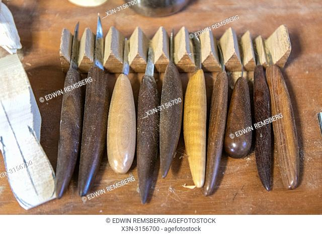 Wood carving knives for decoy carving
