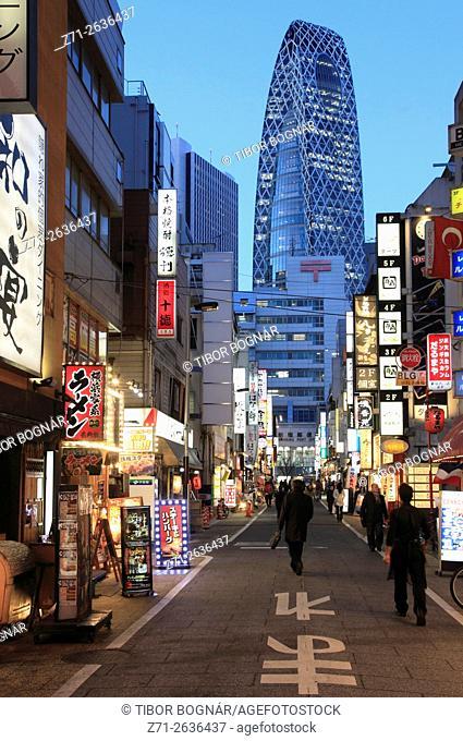 Japan, Tokyo, Shinjuku, Mode Gakuen Cocoon Tower, street scene, nightlife,