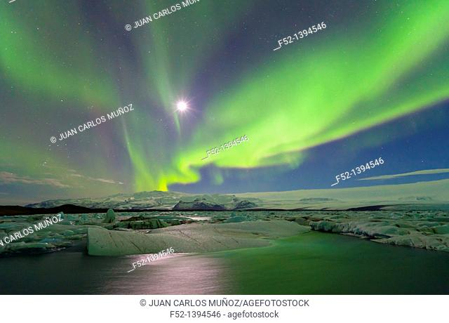 Northern lights, Jokulsarlon glacier lagoon, Southern Iceland (March, 2011)
