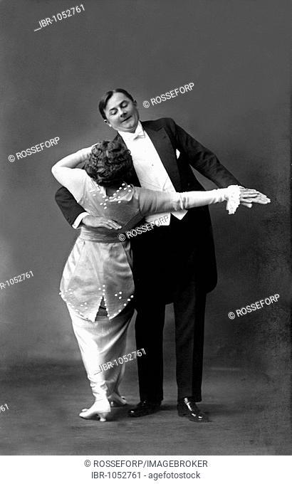 Historic photograph, couple dancing, around 1915